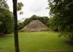 der Tempel gewann seinen Namen dadurch, dass er auf beiden Seiten vorne je einen schützenden Jaguar beseitzt