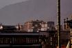 Der Potala-Palast vom Jokang Tempel her, über die Innenstadt Lhasas gesehen.