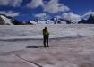 Pausenplatz vor dem mittelgrossen Abbruch, wo der Gletscherhorn- und Kranzbergfirn von links oben runter in den Grossen Aletschfirn fliessen.