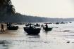"""Die """"kleinen"""" Fischer fischen küstennah in aus Kokospalmenblätter geflochtenen Rundoten."""