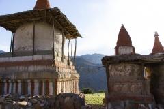 stupas in Tangge, 3240m.. II