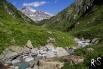 der idyllische Brunnibach mit dem Gross Windgällen im Hintergrund