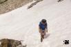 3. grosses Schneefeld: an den schattigen Lawinenhängen liegt noch viel Schnee und bedeckt den Wanderweg.