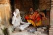 Sadhu's - heilige hinduistische Männer, die sich einem streng enthaltsamen Leben verschrieben haben und sich dem spirituellen Leben widmen...