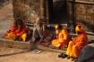 Sadhu's - der nackte Sadhu darf als Schutz gegen die Kälte keine Kleidung tragen, er reibt sich lediglich jeden Morgen mit der Asche der Toten ein.