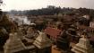 Blick über die hinduistische Stätte Pashupatinath mit den sichtbaren Rauchschwaden der Kremationen