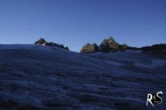 Rechts das Verstanclahorn und der Gletscherchamm, der den Silvrettagletscher  vom südlich liegenden Verstanclagletscher trennt.