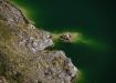 gar mystisches Ufer des Sees in der Caldera