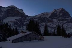 Hittelti zur Alp Bidem, im Hintergrund das Wellhorn (links) und das Wetterhorn (rechts)