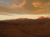 Abendsicht von San Pedro aus: Link Cerro Colorado, etwa in der Mitte Sairécabur und rechts Licancabur