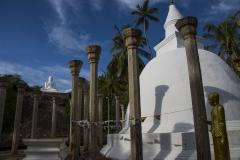 Stupa in mitten der Hügelanlage in Mihintale
