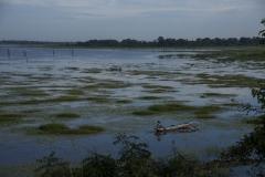 auf dem Weg mit unseren Drahteseln zwischen Anuradhapura und Trincomalee - hier eine alte erhaltene künstliche Wasserfassung