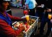 frischgepresser Orangensaft auf dem Markt
