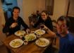 """Gemütliches Essen in unserem """"zu Hause"""" mit Danielle & René: Gemüserisotto, Gurken-Avocado-Salat und natürlich Vino Tinto!"""