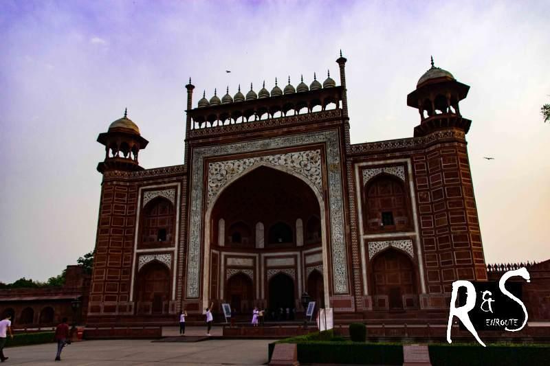 """Royal Gate - das Eingangstor zum """"Paradies auf Erden"""" mit seinen Gärten, Brunnen und dem Taj Mahal!"""