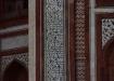Arabische Inschrift, welche die Tore zum Taj Mahal säumt.