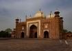 Vor dem Gang in die Moschee toben sich die Kinder noch aus!