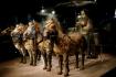Einer der beiden gefundenen Bronzewagen - sie sind die frühesten, größten und technisch fortgeschrittensten Bronzegespanne, die in China bekannt sind.