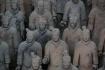 Die Kunsthandwerker scheinen den Kriegern während ihrer  sorgfältigen Arbeit auch Leben eingehaucht zu haben, so lebendig kommen sie uns vor...
