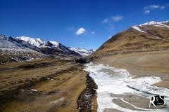 und immer wieder: gefrorene Flüsse, Seen...