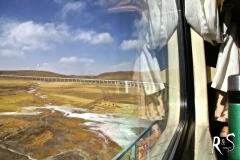 Entweder führt die Eisenbahn über einen Damm oder wie hier, über ein Viadukt.