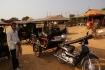 Unser Tuktuk-Fahrer mit seinem Gefährt