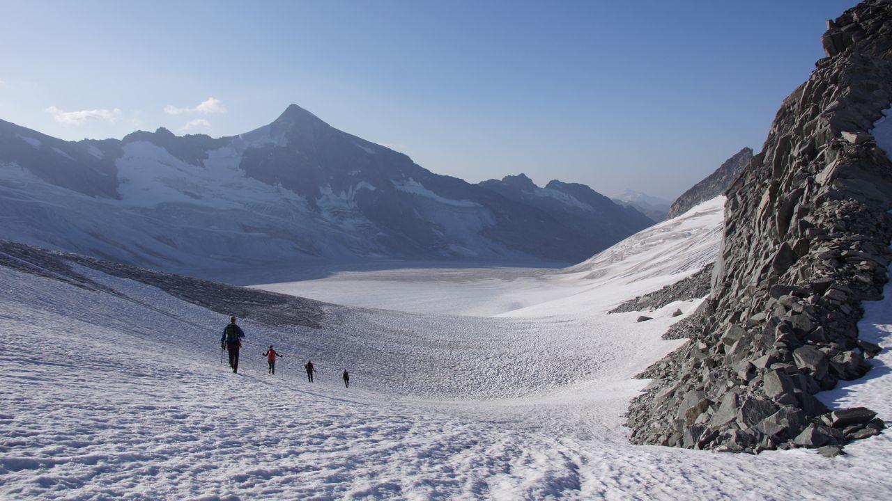 ..der Rhonegletscher und im Hintergrund der höchste Urner Berg - der Galenstock