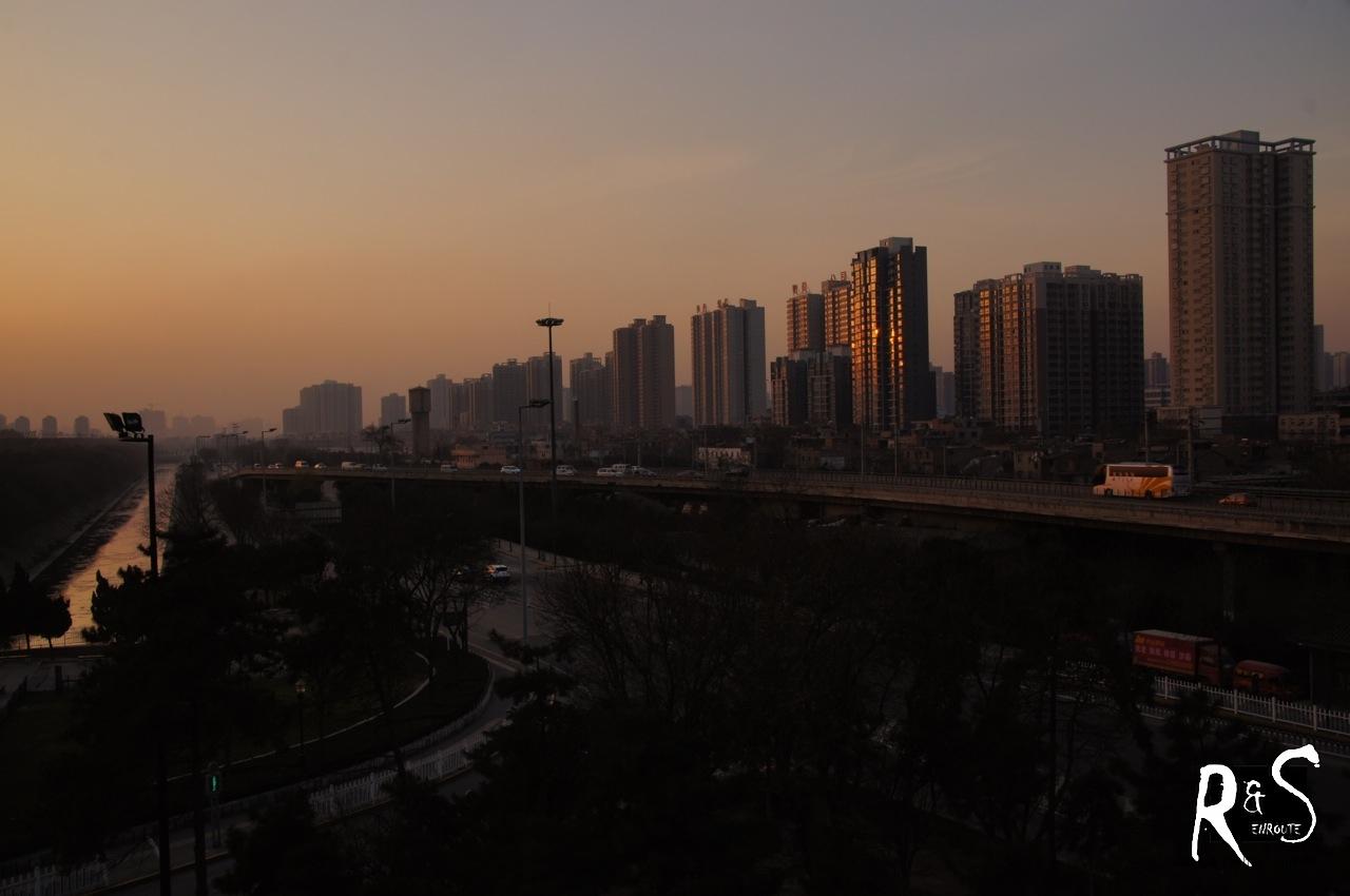 Nördlich der Stadtmauer breiten sich auch hier zig Skyscrapers aus.