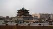 Mitten in Xi'an steht der Glockenturm, der heutzutage etwas verloren als Verkehrskreisel sein Dasein zelebriert. Aus der Metrostation Zhonghlou kommt man unterirdisch direkt in den Glockenturm.