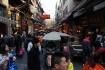 Strassenszene auf chinesische Art: im quirligen Muslimviertel Xi'an's.