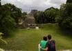 ...und Aussicht auf den grössten Tempel im Hintergrund: El Castillo, rund 38m hoch