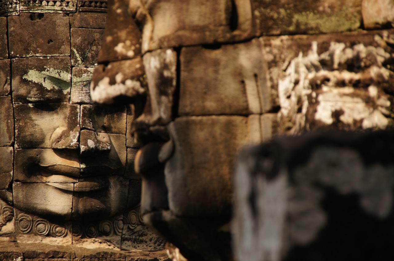 Die Gesichter des Avalokiteshvara oder des Khmerkönigs Jayavarman VII auf dem Bayon Tempel in Angkor Thom.