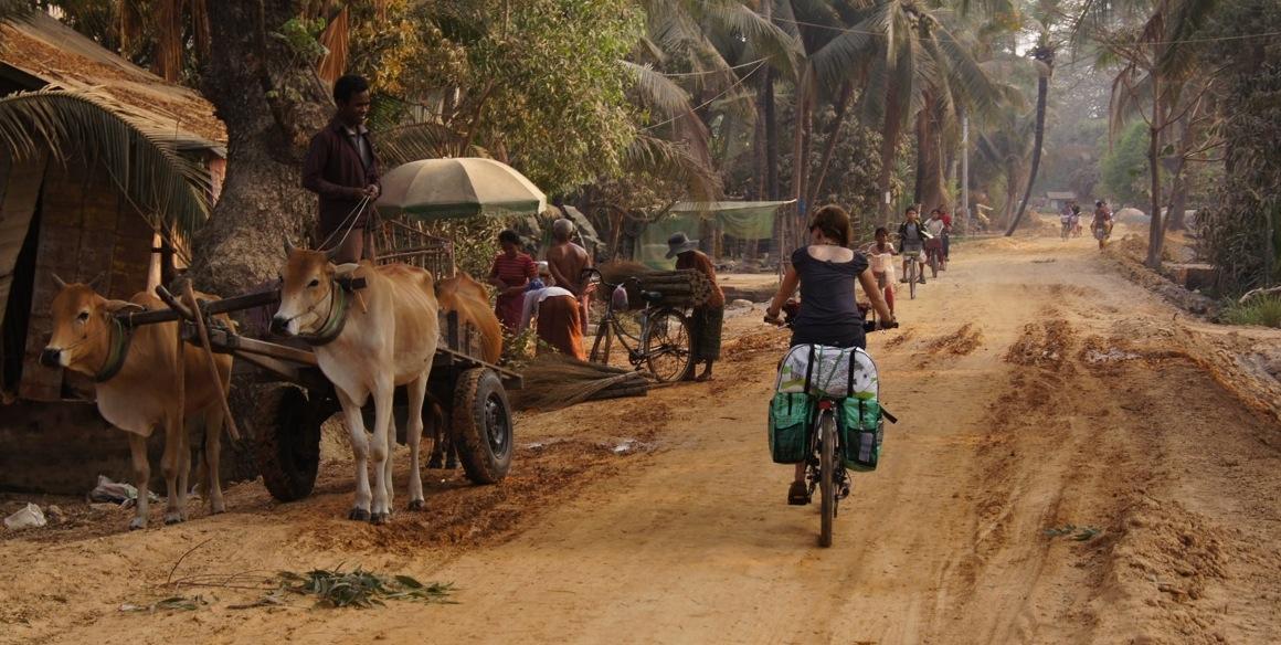 gegenseitiges bestaunen - enroute zwischen Siem Reap und Stung Treng - Kambodscha