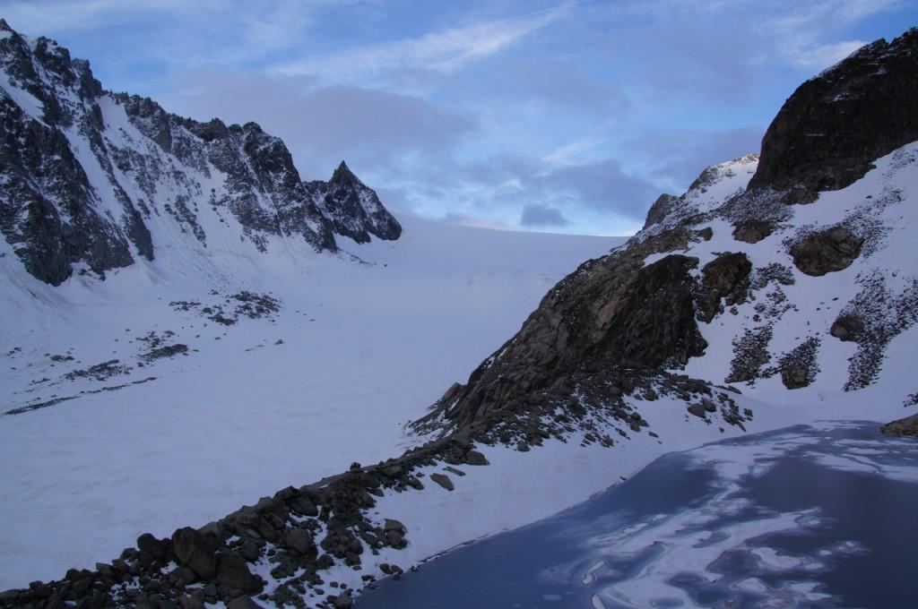 Aussicht von der Cabane d'Orny auf den Glacier d'Orny und den Col d'Orny.