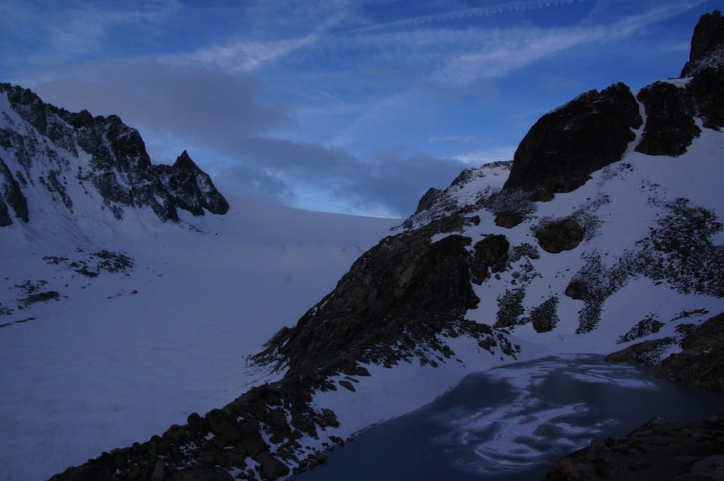Auf dem Col d'Orny. Sicht auf das Plateau du Trient und bereits Sicht auf unser Gipfelziel. Der Weg dahin ist allerdings noch ein Stück.
