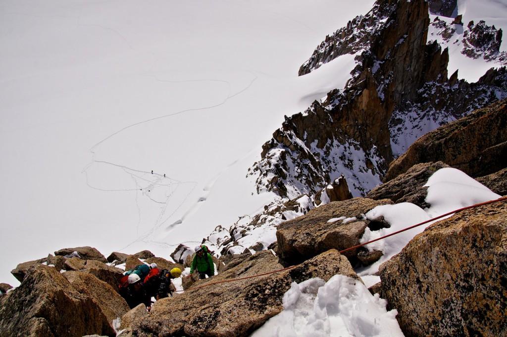 Die oberste Passage zum Gipfel sind wir erstmals ohne Steigeisen geklettert. Die mit nur wenigen Griffen versehene etwa 8m lange Passage ist noch ziemlich anspruchsvoll.