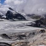 Hochgebirgslandschaft -  die beiden Eisströme Brunegg- und Turtmanngletscher fliessen hier talwärts