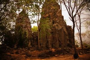 Man glaubte einst, dass die 5 Türme dieses Tempels Prototyp für Angkor Wat waren - doch mittlerweile hat man den Bau dieses Tempels nach Angkor Wat datiert..