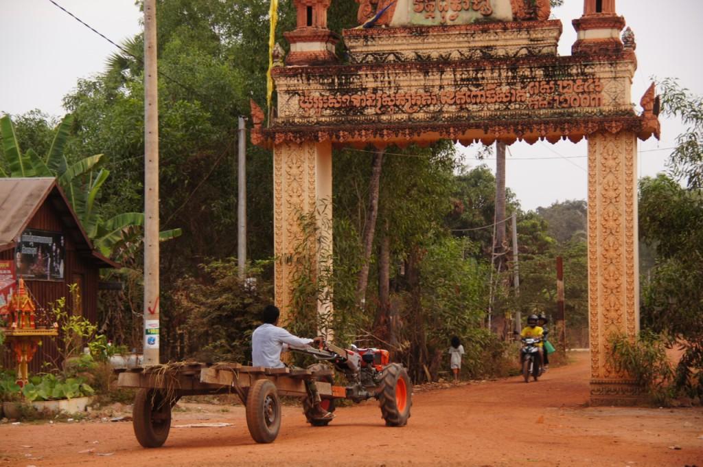Dorf, eine Fahrradstunde südlich von Pursat gelegen