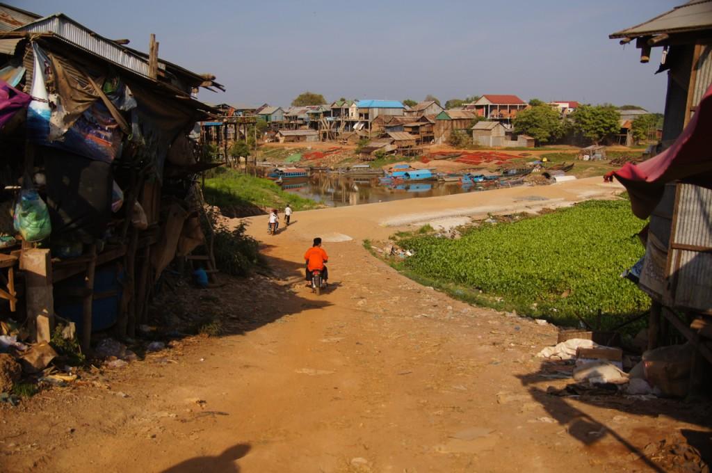 Kampong Chhnang - eine Blechhüttenstadt über dem Wasser