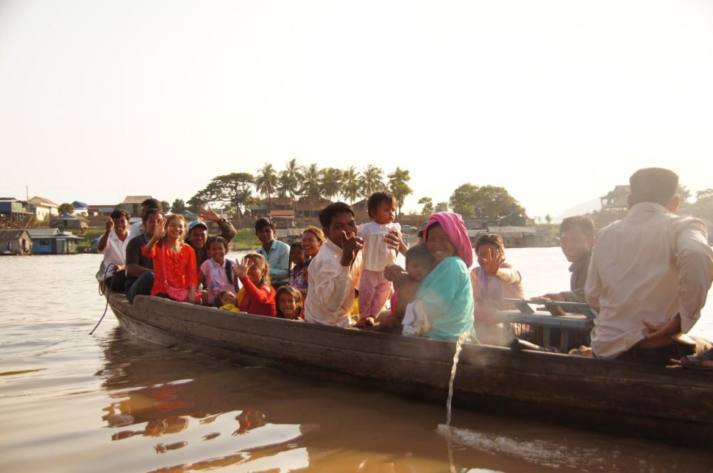 freudige Begegnung auf dem Tonle Sap River