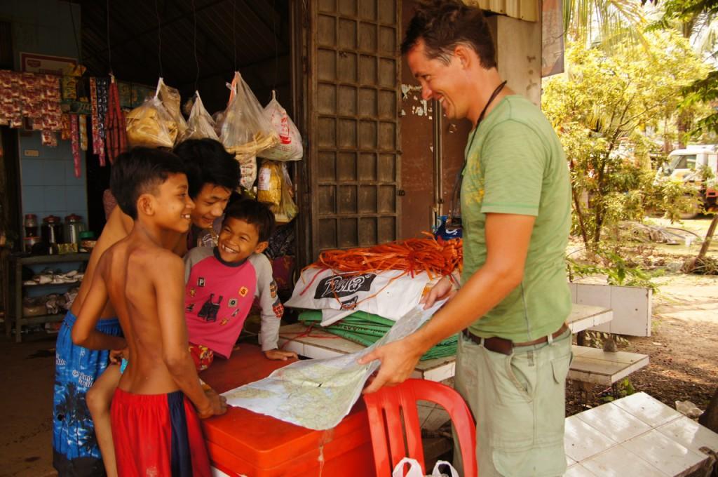 die Jungs sprechen kein englisch, Räphu kein khmer - aber sie verstehen sich trotzdem!