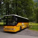 Das Postauto bringt uns an die Endhaltestelle Klöntal Plätz, nach dem Klöntal See gelegen. Ein schöner Ort. Um den ziemlich grossen See gibt's zwei Campingplätze und der See stellt ein schönes Naherholungsgebiet für die Glarner dar.