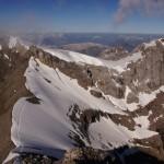 Rückblick auf den Aufstieg. Wir sind bereits im Abstieg und erfreuen uns über das Panorama..