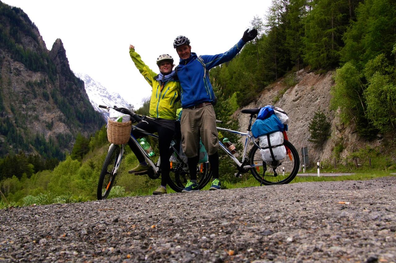 gerade die Schweizer Grenze überfahren