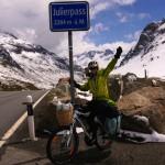 zweiter Schweizer Pass erreicht - nun wartet eine lange, eiskalte Abfahrt auf uns..