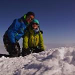 auf dem Hauptgipfel des WIldhorns 3248 - wir knien auf dem Schneepilz, welcher das Gipfelkreuz bedeckt