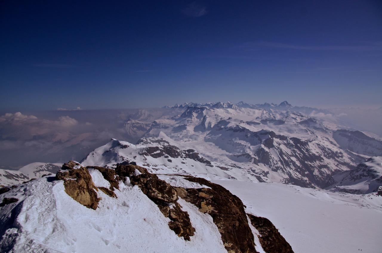Blick vom Gipfel des Wildhorn zu den östlichen Berner Alpen.