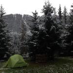Die ca. 3cm Schnee haben gut isoliert und uns eine angenehm warme Nacht im Zelt beschert..
