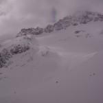 Lichterspiel über dem verschneiten Gletscher